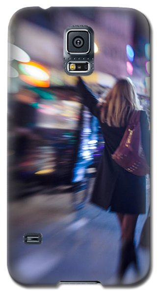 Girl Catching A Taxi In Manhattan Galaxy S5 Case