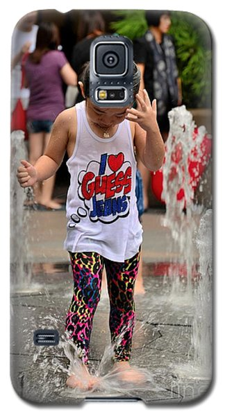 Girl Child Plays With Water At Fountain Singapore Galaxy S5 Case