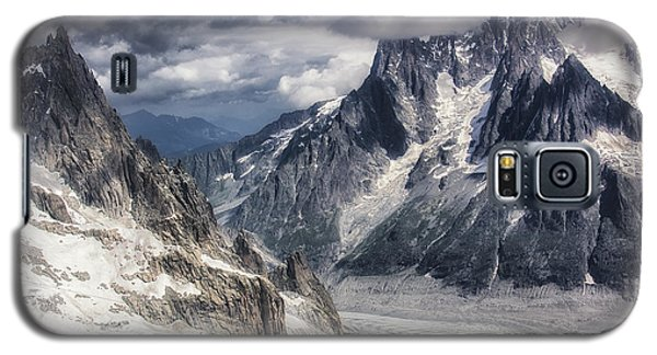 Galaxy S5 Case featuring the photograph Glacial Peaks by Wade Aiken