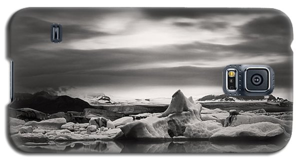 Galaxy S5 Case featuring the photograph Glacier Lagoon by Frodi Brinks