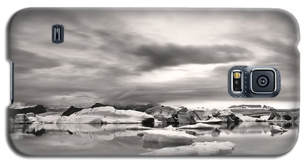 Galaxy S5 Case featuring the photograph Glacier Lagoon II by Frodi Brinks