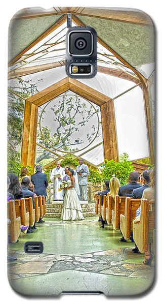 Galaxy S5 Case featuring the photograph Glass Chapel Wedding by Joseph Hollingsworth