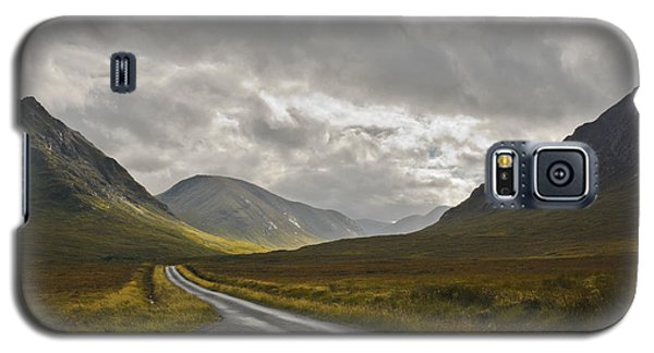 Galaxy S5 Case featuring the photograph Glen Etive In The Scottish Highlands by Jane McIlroy