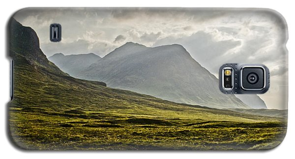 Galaxy S5 Case featuring the photograph Glencoe Scotland by Sally Ross