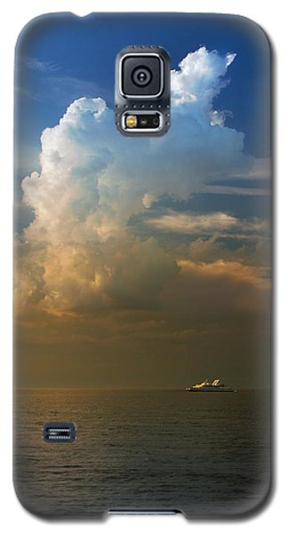 Galaxy S5 Case featuring the photograph Glory by Rima Biswas