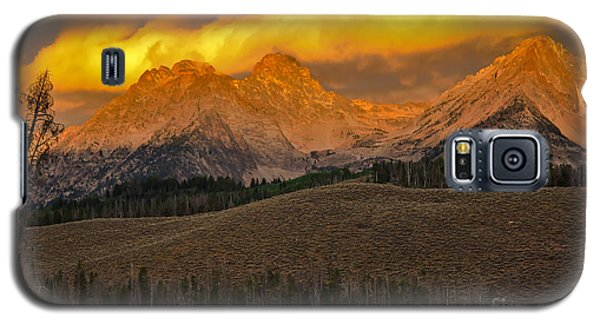 Osprey Galaxy S5 Case - Glowing Sawtooth Mountains by Robert Bales