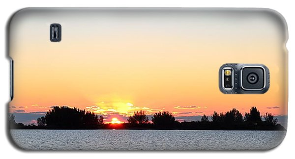 Galaxy S5 Case featuring the photograph Glowing Sunset by Richard Zentner