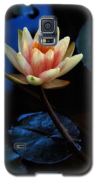 Glowing Waterlily Galaxy S5 Case by Marion McCristall