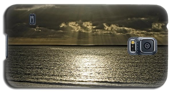 Galaxy S5 Case featuring the photograph God Rays by Joseph Hollingsworth