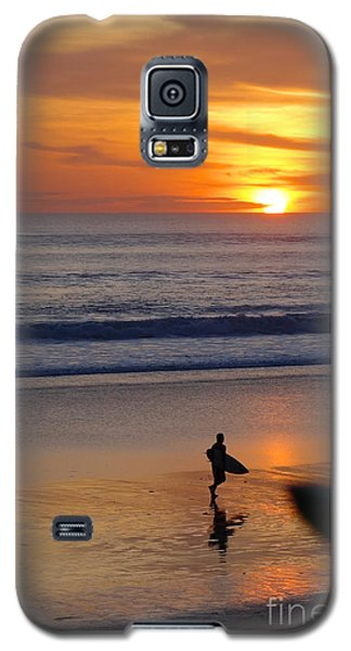 Galaxy S5 Case featuring the photograph Going Home by Serene Maisey