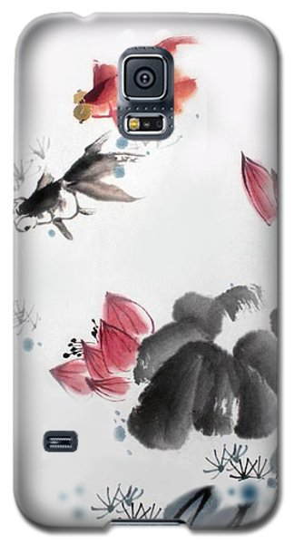 Gold Fish In Lotus Pond Galaxy S5 Case by Yufeng Wang