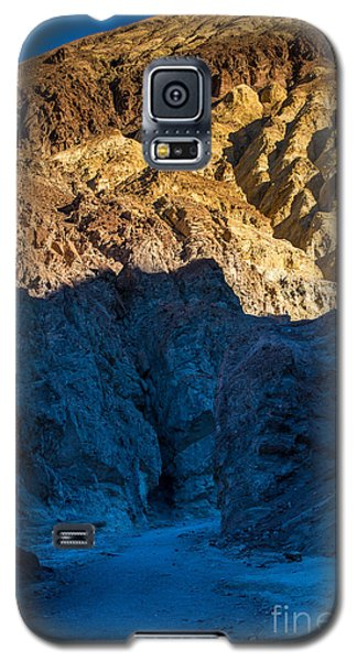 R2-d2 Galaxy S5 Case - Golden Canyon Sunrise - Death Valley - California by Gary Whitton
