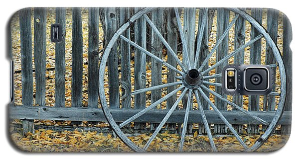 Golden Leaves And Old Wagon Wheel Against A Fence Galaxy S5 Case