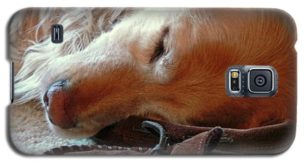 Golden Retriever Sleeping With Dad's Slippers Galaxy S5 Case