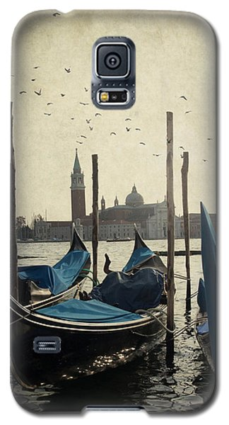 Galaxy S5 Case featuring the photograph Gondala In Venice by Ethiriel  Photography