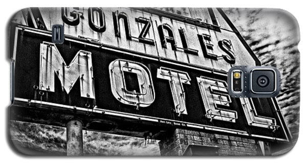 Galaxy S5 Case featuring the photograph Gonzales Motel Sign by Andy Crawford