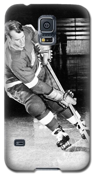 Gordie Howe Skating With The Puck Galaxy S5 Case