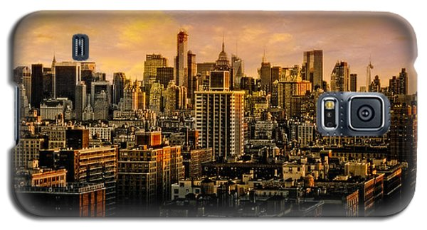 Galaxy S5 Case featuring the photograph Gotham Sunset by Chris Lord