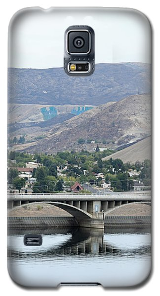 Galaxy S5 Case featuring the photograph Grand Coulee Dam And Coulee City by E Faithe Lester