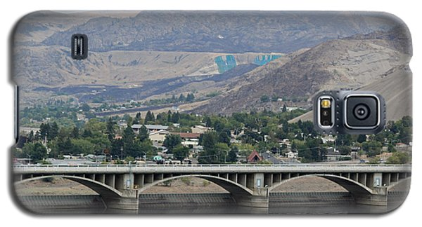 Galaxy S5 Case featuring the photograph Grand Coulee Dam  by E Faithe Lester