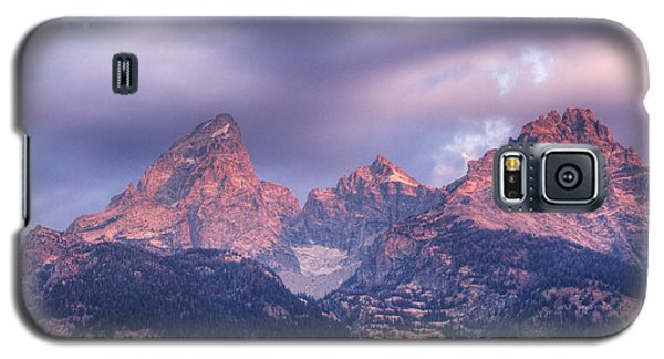 Galaxy S5 Case featuring the photograph Grand Teton In Morning Clouds by Alan Vance Ley