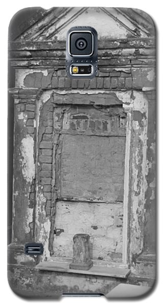 Galaxy S5 Case featuring the photograph Grave I by Beth Vincent