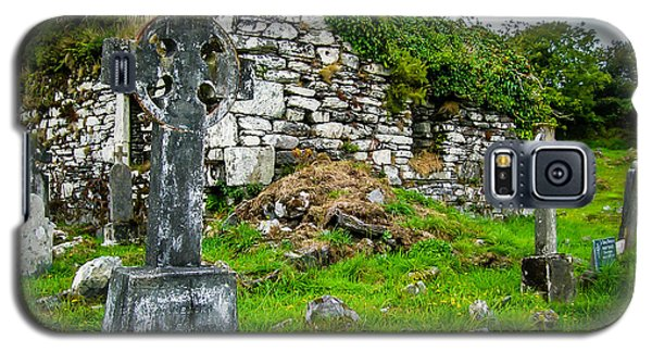 Graveyard And Church Ruins On Ireland's Mizen Peninsula Galaxy S5 Case
