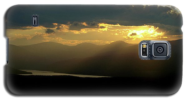 Galaxy S5 Case featuring the photograph Great Divide Light by Jeremy Rhoades