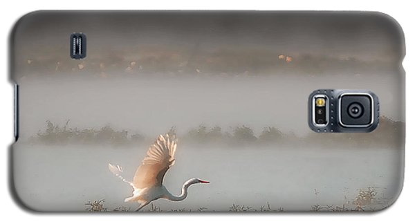Galaxy S5 Case featuring the photograph Great White Heron In Morning Mist by Lena Wilhite