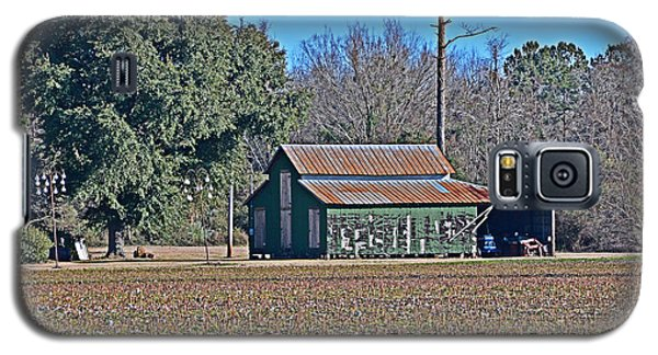 Galaxy S5 Case featuring the photograph Green Barn by Linda Brown