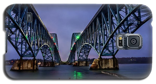 Green Light On The Pier Below Twin Spans On A Misty Dawn Galaxy S5 Case
