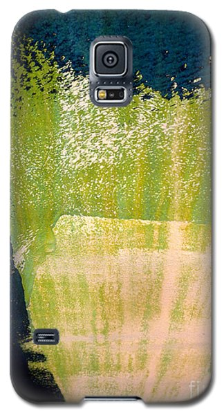 Galaxy S5 Case featuring the photograph Green Sweep by Robert Riordan