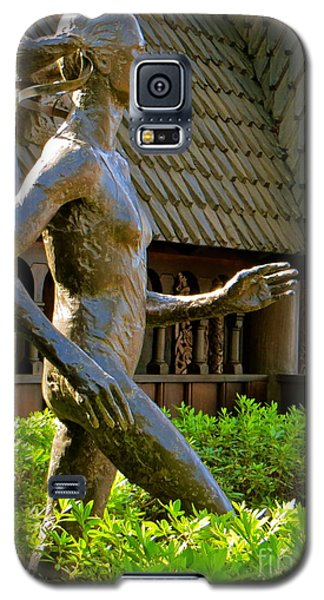 Galaxy S5 Case featuring the photograph Grete Waitz Sculpture by Joy Hardee