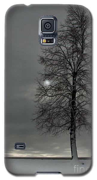Galaxy S5 Case featuring the photograph Grey Morning by Steven Reed