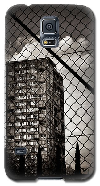 Gritty London Tower Block And Fence - East End London Galaxy S5 Case