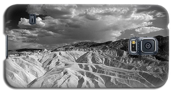 Grooving In Death Valley Galaxy S5 Case by Stephen Flint