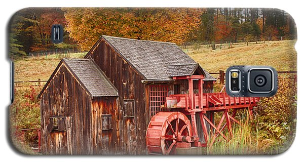 Galaxy S5 Case featuring the photograph Guildhall Grist Mill by Jeff Folger