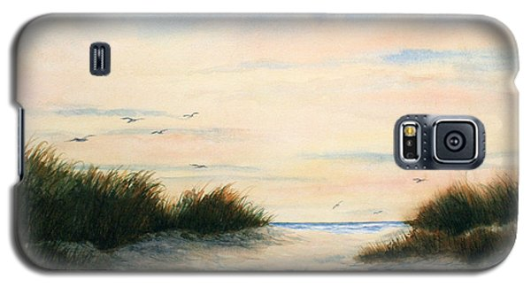 Galaxy S5 Case featuring the painting Gulls Gathering by Vikki Bouffard
