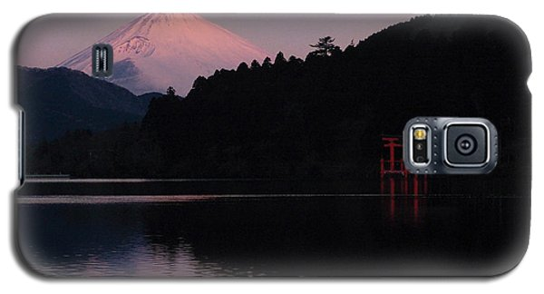 Galaxy S5 Case featuring the photograph Hakone Waters Fuji  by John Swartz