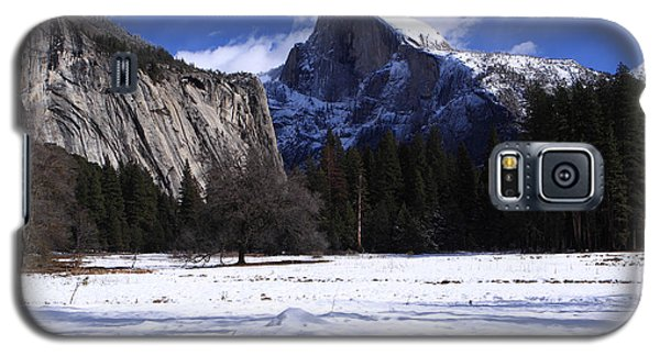 Galaxy S5 Case featuring the photograph Half Dome Winter Snow by Duncan Selby