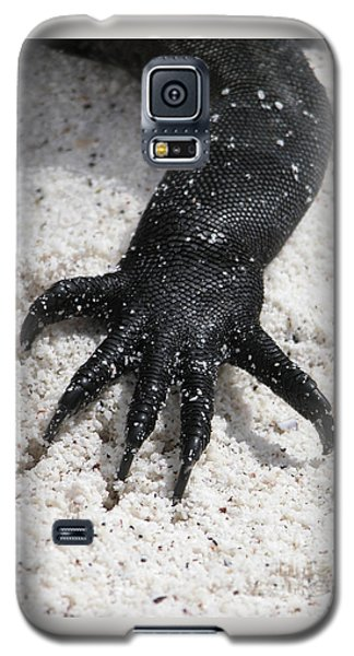 Hand Of A Marine Iguana Galaxy S5 Case by Liz Leyden
