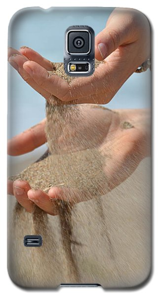 Hands Of Sands Galaxy S5 Case by Deprise Brescia