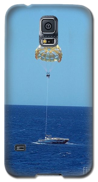 Galaxy S5 Case featuring the photograph Hang Gliding Fun by Brigitte Emme