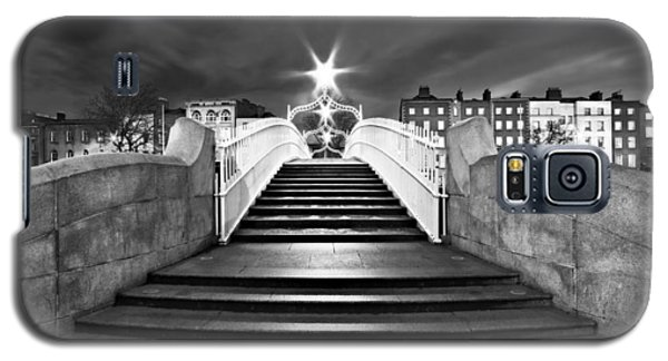 Ha'penny Bridge Steps At Night - Dublin - Black And White Galaxy S5 Case