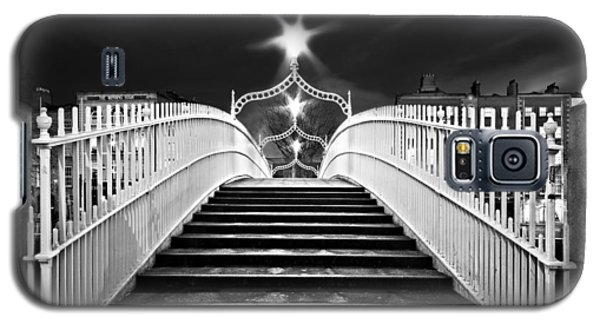 Ha'penny Bridge Steps - Dublin - Black And White Galaxy S5 Case