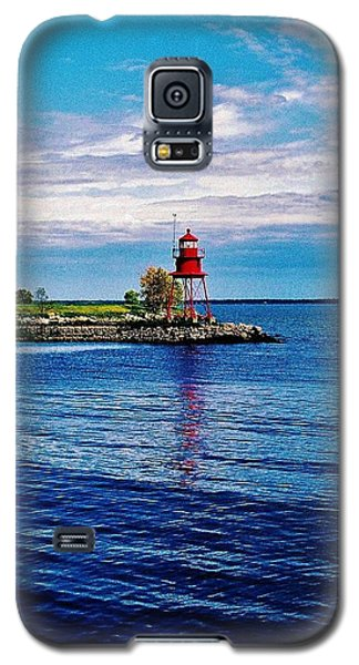 Galaxy S5 Case featuring the photograph Harbor Light by Daniel Thompson