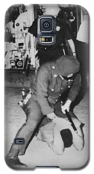 Harlem Race Riots Galaxy S5 Case by Underwood Archives