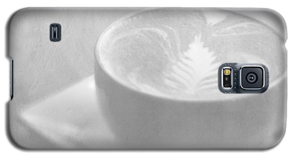Galaxy S5 Case featuring the photograph Hazy Morning Moments by Lisa Parrish