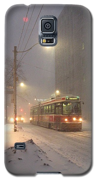 Galaxy S5 Case featuring the photograph Heading Home In The Snowstorm by Alfred Ng