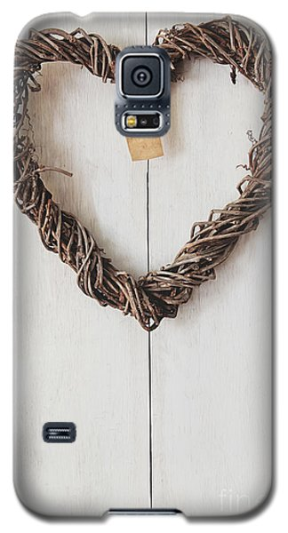 Heart Wreath Hanging On Wood Background Galaxy S5 Case